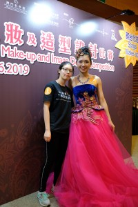 陳寶華同學獲得舞台化妝組優異獎